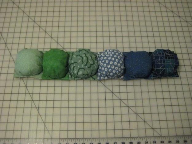 Теперь сшиваем по 6 шариков в ряд, чтобы получить 11 таких рядов2