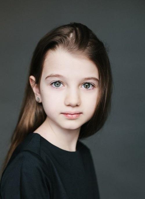 папа - армянин, мама - русская. Анна, 8 лет