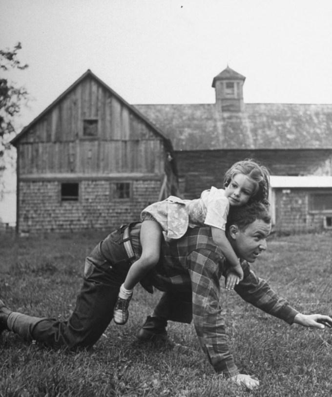папа и маленькая дочь