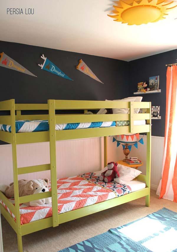 Интересная идея для комнат, в которых есть двухэтажные кровати
