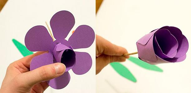 Теперь на проволоку надеваем цветочек большего размера, лепесточки его слегка загибаем. Закрепляем цветок клеем