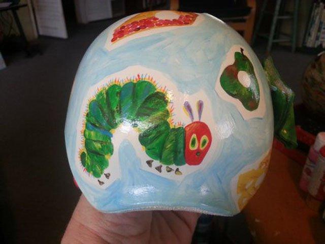 художница разрисовала шлем