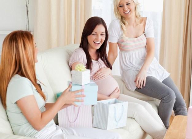 что подарить беременной