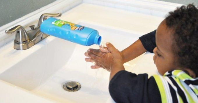 как ребенку помыть руки