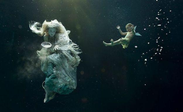 дети под водой