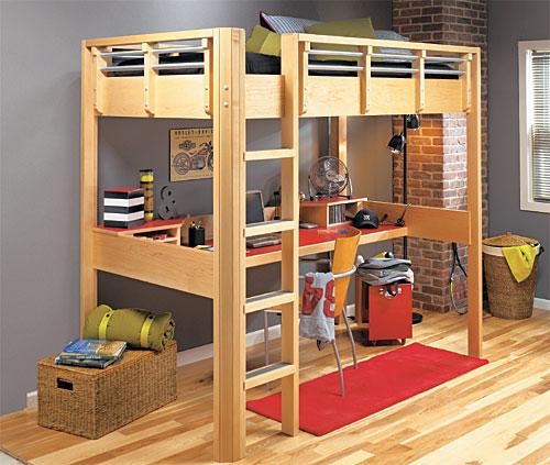 кровать и рабочий стол