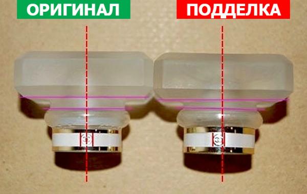 Крышка на оригинале всегда будет сидеть очень плотно, при этом она будет абсолютно симметрична (если только дизайн не предусматривает иного)
