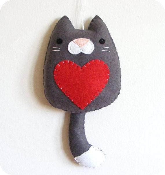 котик с сердечком