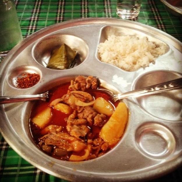 tailand-svinina-s-kartofelem-priprava-puding-v-bananovom-liste
