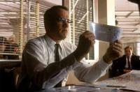 CATCH ME IF YOU CAN (2002) Sebagai agen FBI, Hanks mengejar penipu dan pemalsu, Leonardo DiCaprio ke sejumlah negara. Setelah berhasil menangkapnya, Hanks mengekstradisi Leo ke Amerika Serikat dari Prancis. Saat berada di pesawat, Hanks memberi tahu kabar yang menyedihkan kepada Leo, bahwa ayahnya meninggal setahun silam.