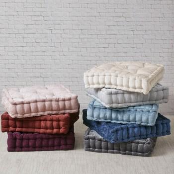 https m designerliving com products decorative pillows c1038