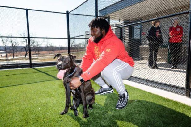 Derrick Nnadi hugging rescue dog