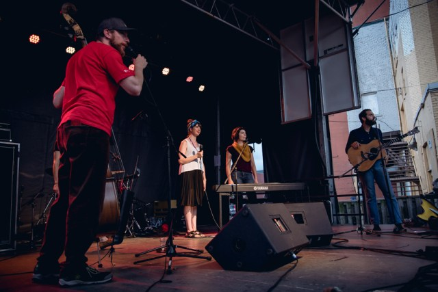 Kristin and Coszmos Quartette. Photo by Lisa Vuyk