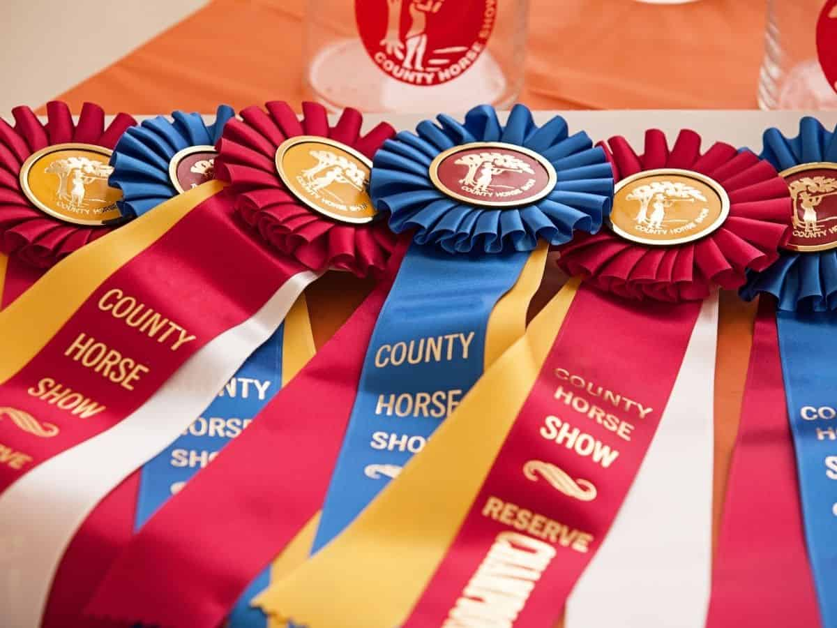Show ribbons on table