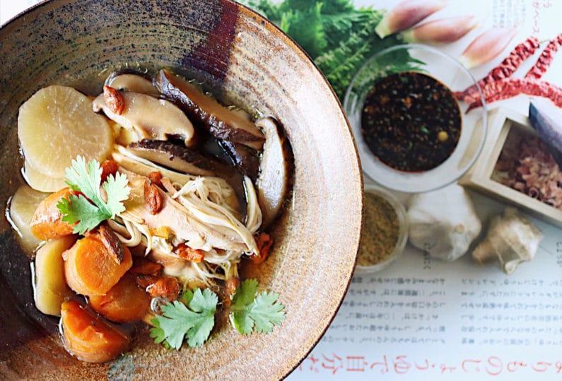 Chicken Bone Broth (Instant pot, Stovetop)