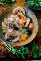 Paleo Chinese Chicken Sparerib Soup. Chinese Chicken bone broth. Chinese spare rib bone broth. Chicken broth. Asian soup broth. Paleo chinese food, Paleo asian food. IHeartUmami. IHeartUmami.com