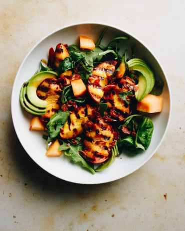 Paleo Grilled Peach Avocado Salad recipe with prosciutto and arugula low carb and whole30 from I Heart Umami.