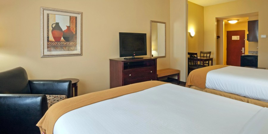 Holiday Inn Express   Suites Selma Hotel by IHG