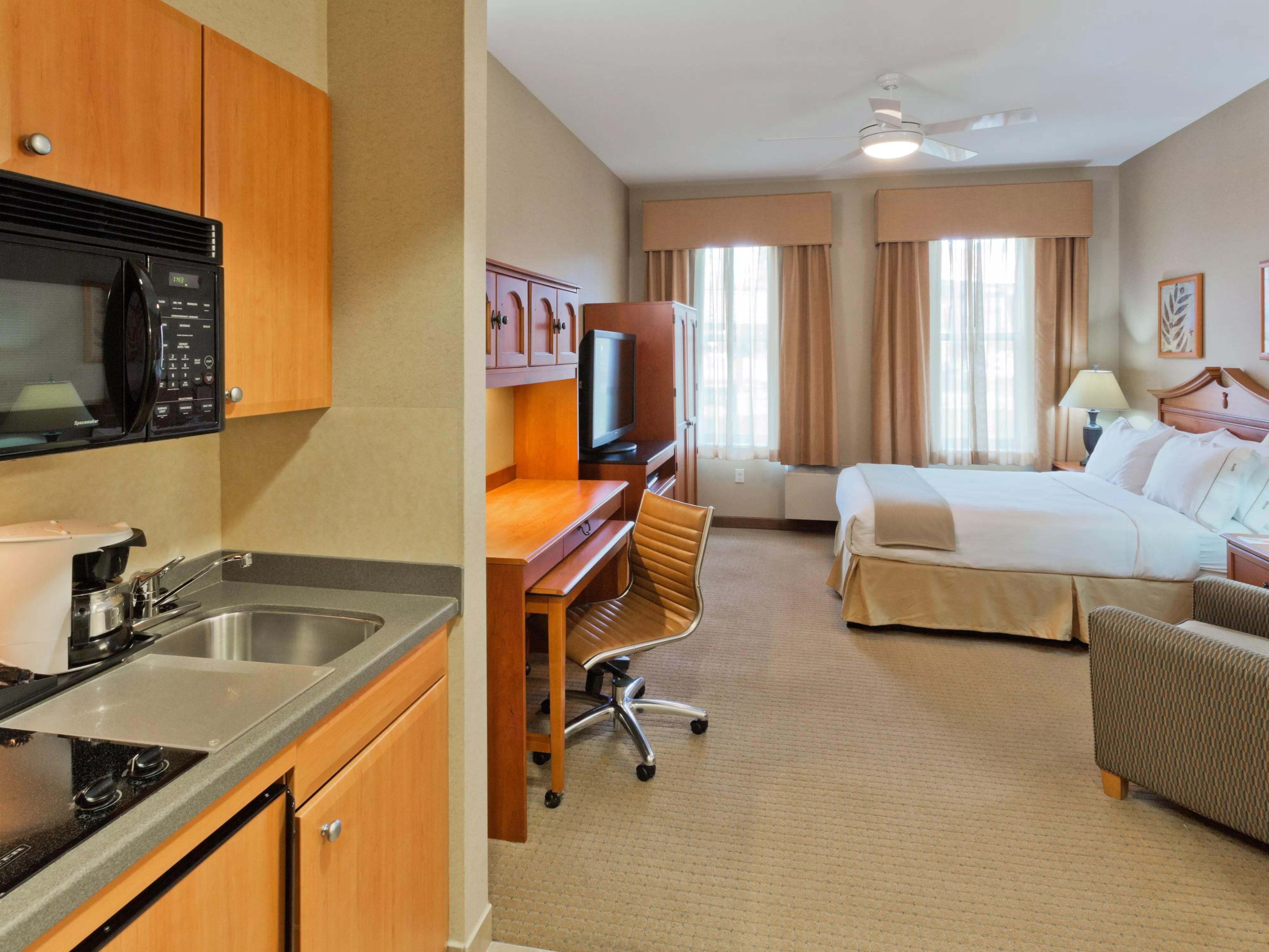 Rooms And Rates For Ihg Army Hotels Rainier Inn Amp Rainier