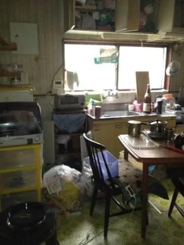 吹田市の空き家一階のキッチンの片付け
