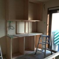 杉材のキッチン収納の造作とクロス選定(西宮市 リフォーム)