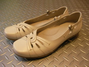 足底腱膜炎と婦人靴。