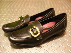 外反母趾と婦人靴。調整具のない靴への工夫。
