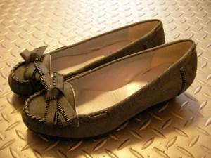 外反母趾と靴選び。コツは〇〇をよく見てXXな靴を選ばないようにする。