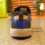 小学生が靴を履くと、一般的には変形することが多いですが。