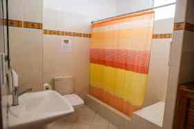 IIC Santo Domingo Accommodation School apartment3 Bathroom IMG2996_ST