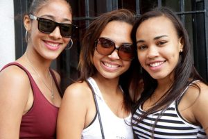 3 young Women at the IIC campus in the Dominican Republic where you study full immersion Spanish.