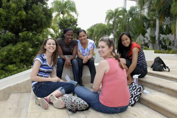 IIC Santo Domingo School Students DSC4855_CB
