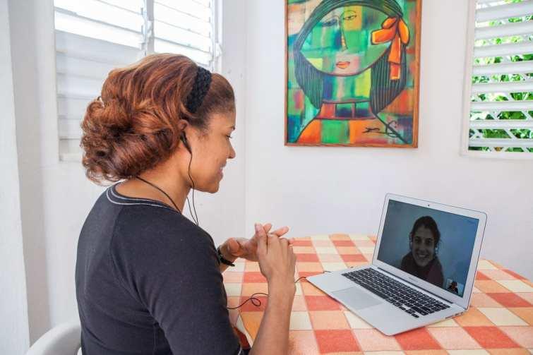 IIC teacher Mily Ramirez teaching Spanish online to student Sarah Kallali in Switzerland.