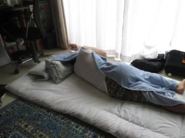 お布団や毛布がずれる!寒い冬を乗り切る解決法とは?