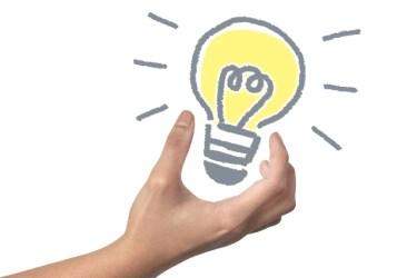リビング照明は電球色がオススメ!照明の色による効果とは