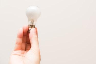 高い天井の電球!なかなか面倒で難しい電球の交換方法とは?