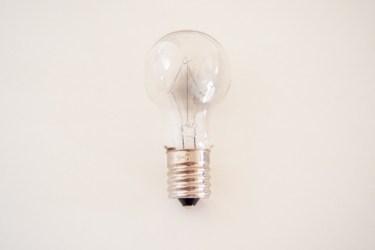 電球に書いてある100vと110vの違いって何?