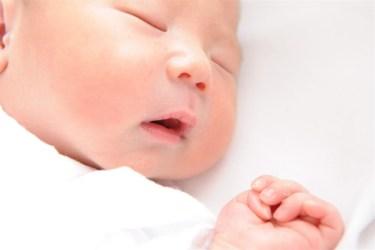 新生児が長時間起きない!赤ちゃんと睡眠の関係とは?
