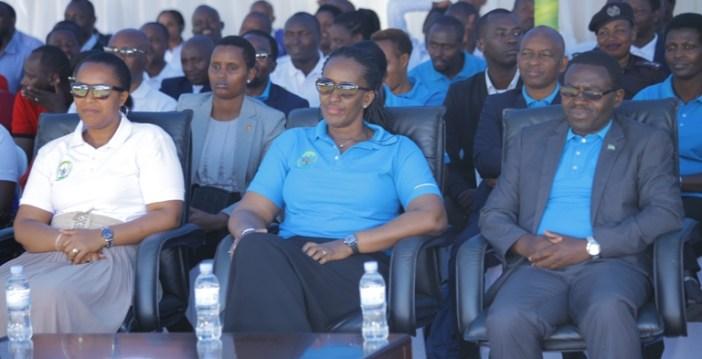 Madamu Jeannette Kagame yifatanije n'abatuye Gakenke kwizihiza umunsi w'umwana w'umunyafurika n'umunsi mpuzamahanga wo kurwanya imirimo mibi ikoreshwa abana