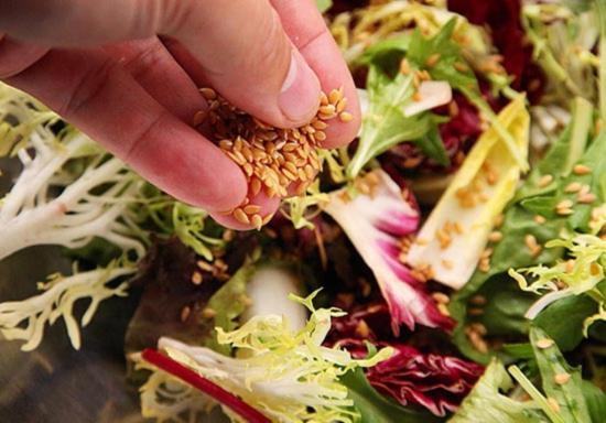 Dobav'te v zimnij salat so svekloj semena l'na