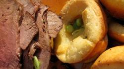 Йоркширский пудинг с жареной говядиной - идеальный поздний ужин