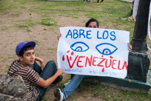Marcha en Plaza Glorias Patrias -José José Limongi   iJustSaidIt