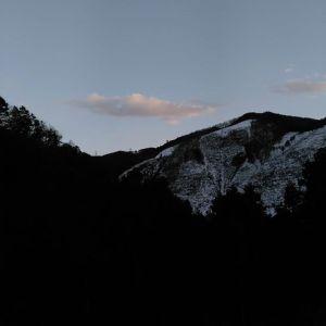 今日の17時過ぎ。ますます日が延びて来たと感じる今日この頃です。#蔵 #筏 #ikada #japan #Tokyo #mitake #御岳 #御岳山 #mitakesan #多摩川 #御岳渓谷 #御嶽駅 #奥多摩 #筏流し #ブドウ山椒 #おにぎり #スノーアタック  #ロードバイク #アルパインクライミング#ジムニー #JA22 #武蔵御嶽神社 #ペット可