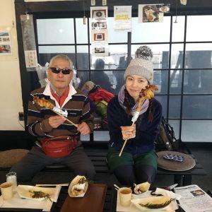 御岳山周辺を歩かれて本日お友達になって、ホームページをご覧頂き炭鳥 筏に来て下さったお二人です♪山で仲間が出来るのは、ソロ登山の楽しみの一つですよね※日の出山へは、まだアイゼンが必要だそうです。ご来店ありがとうございました #蔵 #筏 #ikada #japan #Tokyo #mitake #御岳 #御岳山 #mitakesan #御岳山ロックガーデン #武蔵御嶽神社 #多摩川 #御岳渓谷 #奥多摩 #ブドウ山椒 #おにぎり#tasty #ペット可 #山歩き