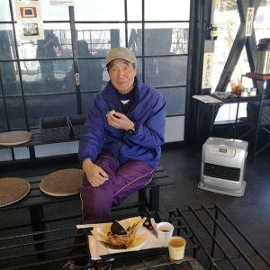 青梅マラソンの迂回で、いつも通らない吉野街道を通って立ち寄って下さったお客様です♪炭鳥 筏の店主は広島出身なのですが、お客様はソフトボールの大会などで広島に何度も行かれた事があるそうで、色々なお話を聞かせて頂きましたご来店ありがとうございました♪ #蔵 #筏 #ikada #japan #Tokyo #mitake #御岳 #御岳山 #mitakesan #御岳山ロックガーデン #武蔵御嶽神社 #多摩川 #御岳渓谷 #奥多摩 #ブドウ山椒 #おにぎり#tasty #バイク #ロードバイク #ジムニー #JA22 #ペット可