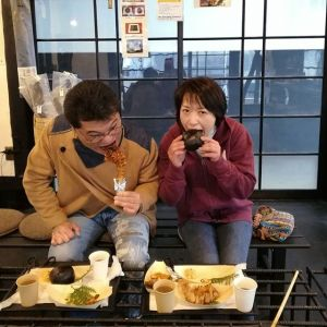 #多摩ケーブルネットワーク の #西多摩マルかじり をご覧になって来て下さったご夫婦ですお話ししているうちに、奥様の故郷と私の故郷が激近な事が分かり、郷土のお菓子などの話で盛り上がりました食べ歩きがお好きな仲良しご夫妻でしたご来店ありがとうございました #蔵 #筏 #ikada #japan #Tokyo #mitake #御岳 #御岳山#mitakesan #御岳山ロックガーデン #武蔵御嶽神社 #多摩川 #御岳渓谷 #奥多摩 #ブドウ山椒 #おにぎり #tasty #バイク #ロードバイク #カヌー #カヤック #リバーSUP #デッドエンド #ジムニー #ペット可