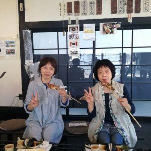 お近くにお住まいの仲良し二人組の女性たちがお昼ごはんに来て下さいました楽しくお話しなさって楽しく召し上がって頂きました ご来店ありがとうございました #蔵 #筏 #ikada #japan #Tokyo #mitake #御岳 #御岳山#mitakesan #御岳山ロックガーデン #武蔵御嶽神社 #多摩川 #御岳渓谷 #奥多摩 #ブドウ山椒 #おにぎり #tasty #バイク #ロードバイク #カヌー #カヤック #リバーSUP #デッドエンド #ジムニー #ペット可 #炭火焼