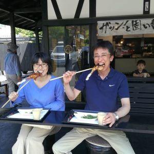 ドライブ中に炭鳥 筏の前を通りかかってお立ち寄り下さったご夫婦です笑顔が素敵なお二人ですね ご来店ありがとうございましたhttp://ikadamitake.com#炭鳥 #蔵 #筏 #ikada #Tokyo #mitake #御岳 #御岳山 #mitakesan #御岳山ロックガーデン #武蔵御嶽神社 #多摩川 #御岳渓谷 #奥多摩フィッシングセンター #奥多摩 #ブドウ山椒 #おにぎり #味玉 #tasty #バイク #ロードバイク #カヌー #カヤック #リバーSUP #デッドエンド #ジムニー #ペット可 #奥多摩ドライブ