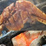 むかし鳥には食べやすい様にハサミをお付けしていますが、もちろんそのままガブッと召し上がって頂いてOKです添えてあるブドウ山椒と一緒に食べると鶏の旨味が引き立ちますおかわり自由の昆布汁付きで¥730税込です#蔵 #筏 #ikada #japan #Tokyo #mitake #御岳 #御岳山 #mitakesan #御岳山ロックガーデン #武蔵御嶽神社 #多摩川 #御岳渓谷 #奥多摩 #ブドウ山椒 #おにぎり#tasty #バイク #ロードバイク #デッドエンド #ジムニー #JA22 #ペット可 #炭火焼