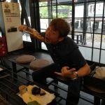 たまたま炭鳥ikadaの前を通りかかったお客様です 「むかし鳥、ばくだんって何だろう?美味しそう!」と、ご興味を持たれてのご来店です味はお気に召して頂けたでしょうか?ご来店ありがとうございましたhttp://ikadamitake.com営業時間11~17時(夏季)木曜定休(祭日は営業)#炭鳥 #蔵 #筏 #ikada #Tokyo #mitake #御岳 #御岳山 #mitakesan #御岳山ロックガーデン #武蔵御嶽神社 #多摩川 #御岳渓谷 #奥多摩フィッシングセンター #奥多摩 #ブドウ山椒 #おにぎり #味玉 #tasty #バイク #ロードバイク #カヌー #カヤック #リバーSUP #アルパインクライミング #デッドエンド #ジムニー #ペット可 #炭火焼
